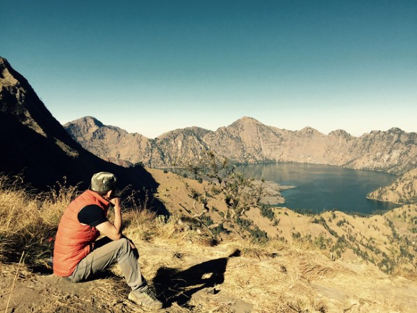 Hồ thiêng trên đỉnh núi. Khu vực cắm trại ở độ cao 2,600m