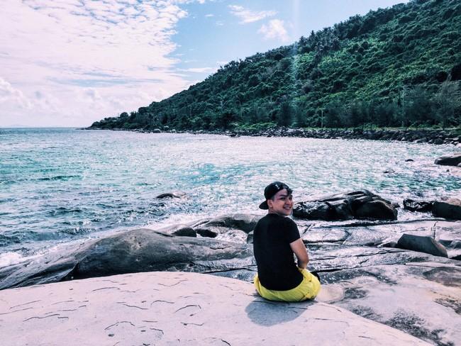 Bên em là biển rộng