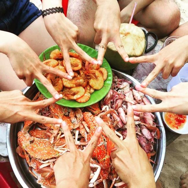 Buổi trưa thưởng thức hải sản tươi ngon