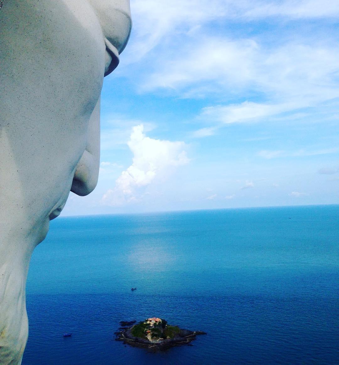Từ cánh tay nhìn xuống biển Vũng Tàu