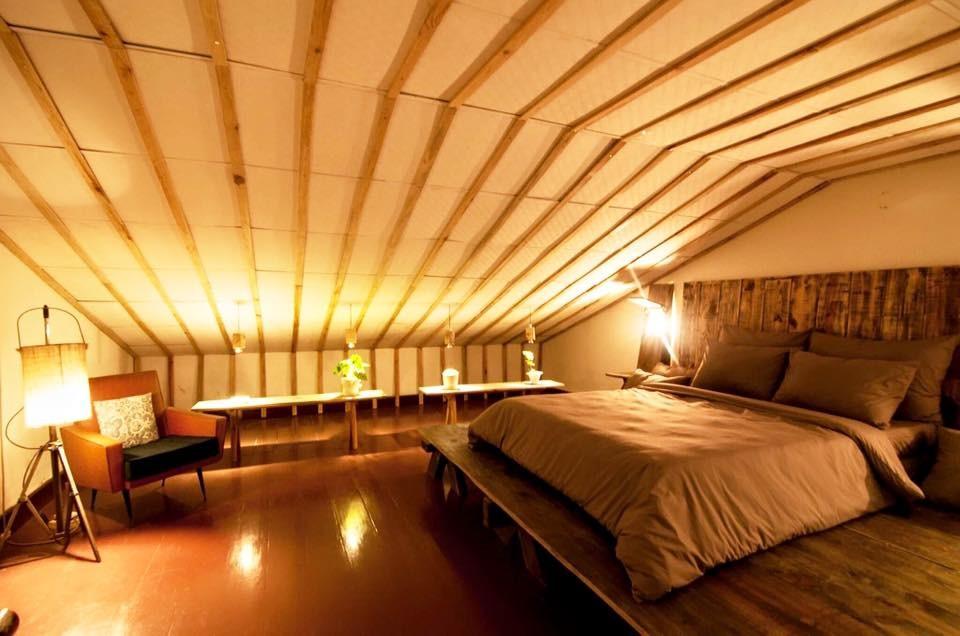 Phòng ngủ tầng áp mái có không gian rộng lớn
