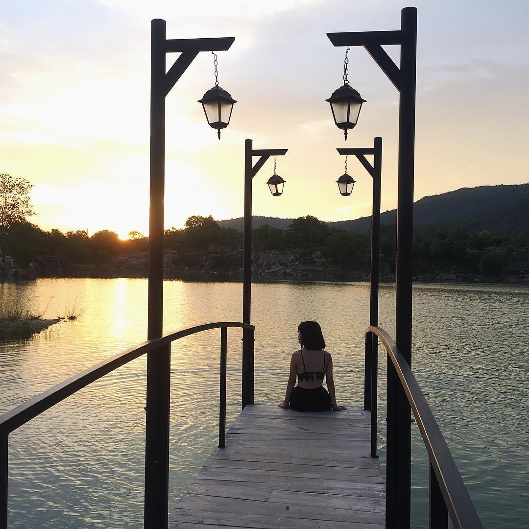 Săn lùng cây cầu đẹp bá cháy giữa Hồ Đá Xanh