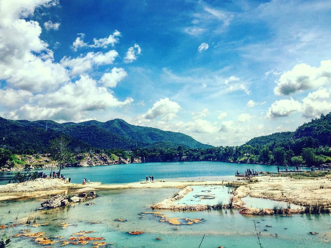 Khung cảnh thiên nhiên tuyệt đẹp tạo Hồ Đá Xanh