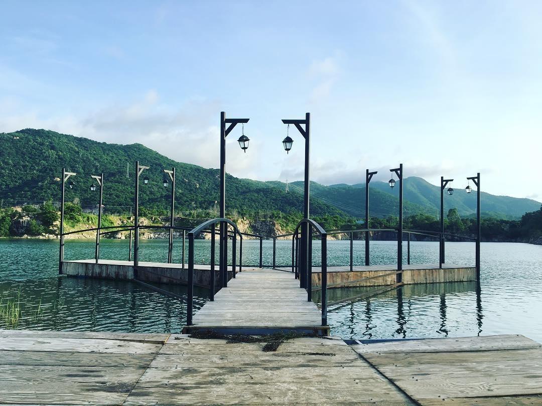 Cây cầu huyền thoại tại Hồ Đá Xanh