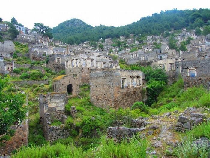 Chiến tranh kết thúc, Livissi dần bị bỏ rơi. Những người cuối cùng còn sót lại bị trục xuất. Năm 1957, một trận động đất mạnh 7,1 độ richter đã phá hủy hầu hết tòa nhà trong thị trấn.