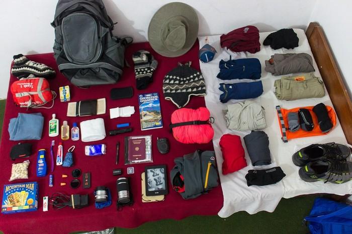 Chuẩn bị đầy đủ đồ bảo hộ và cả thuốc đặc trị trong hành trang