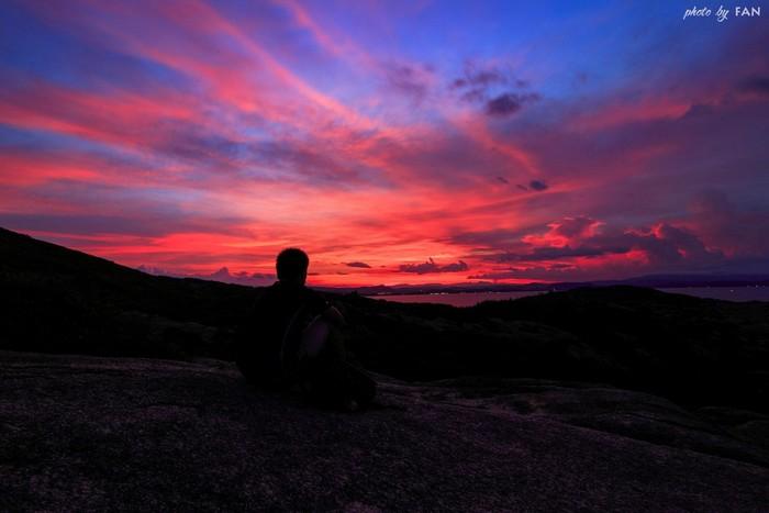 Ngẩn ngơ chiêm ngưỡng nền trời đỏ rực lung linh diệu kỳ