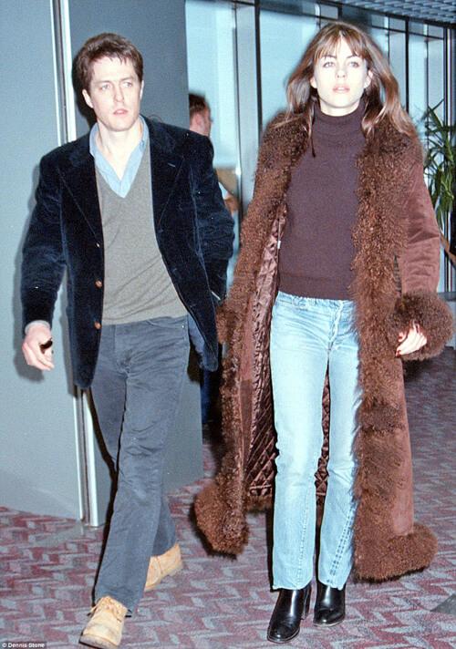 Bức ảnh trên chụp bộ đôi quyền lực nhưng cũng gây ồn ào một thời của nước Anh: tài tửNothing HillHugh Grant và người tình không bao giờ cưới Elizabeth Hurley trong những năm 1990.
