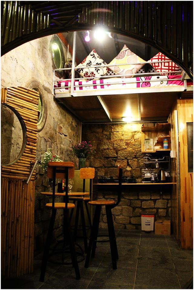 """Điều đặc biệt là trong căn nhà chung hoặc bungalow đều thiết kế nội thất """"như ở nhà"""", có đầy đủ bếp, bát đũa, thậm chí là quầy bar nho nhỏ để bạn có thể tự mua đồ về nấu nướng theo ý thích."""