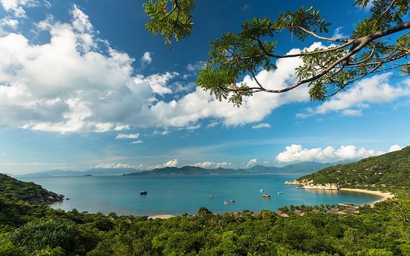 View vịnh Ninh Vân