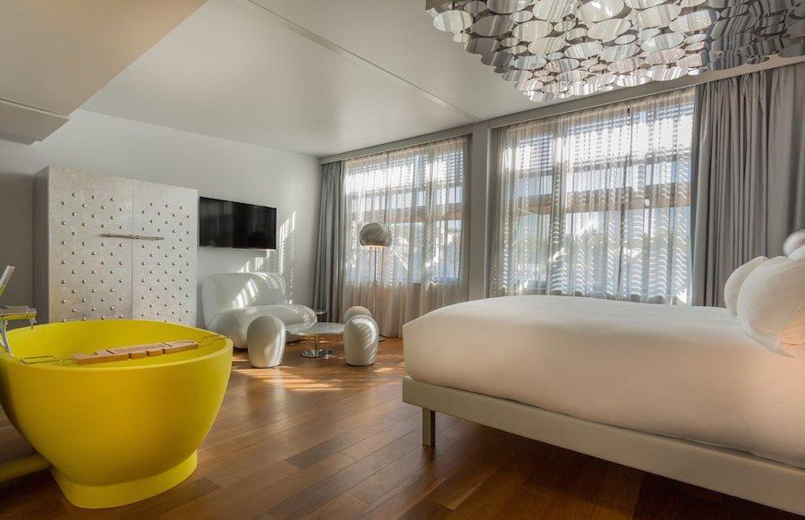 Phòng Silver Suite lấy cảm hứng từ bạc, đem đến cảm giác trang nhã và tinh tế.