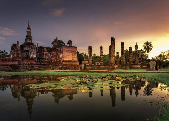 Trong khuôn viên công viên lịch sử Sukhothai