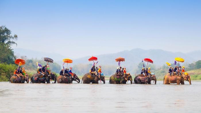Trải nghiệm cùng du lịch bằng voi tại Sukhothai