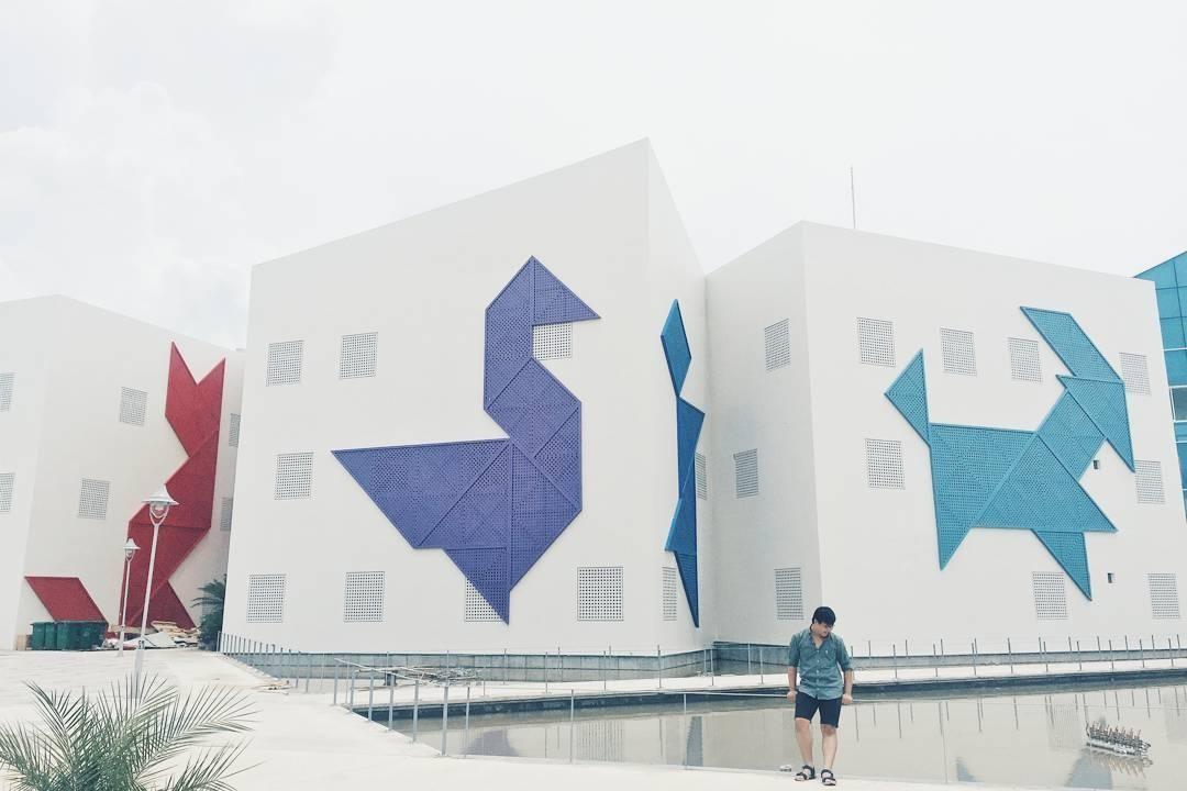 Nhà thiếu nhi Đà Nẵng nổi bật với những Tangram đầy màu sắc
