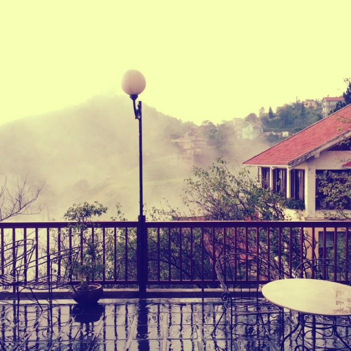 Nhưng có lẽ Tam Đảo đẹp nhất trong những buổi sớm mai sương mây giăng lối - Ảnh: Sưu tầm