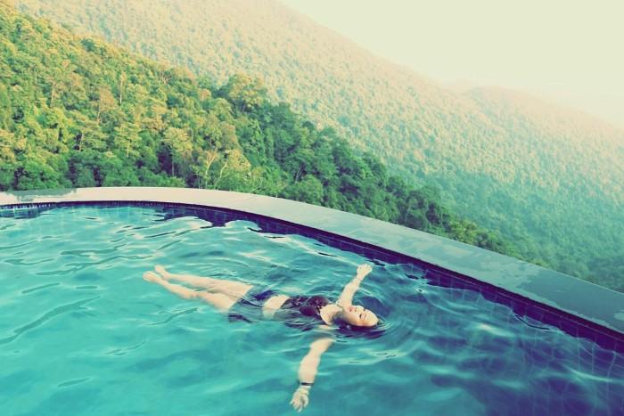 Hòa cùng làn nước mát lành - Ảnh: Nguyen_Thu1011