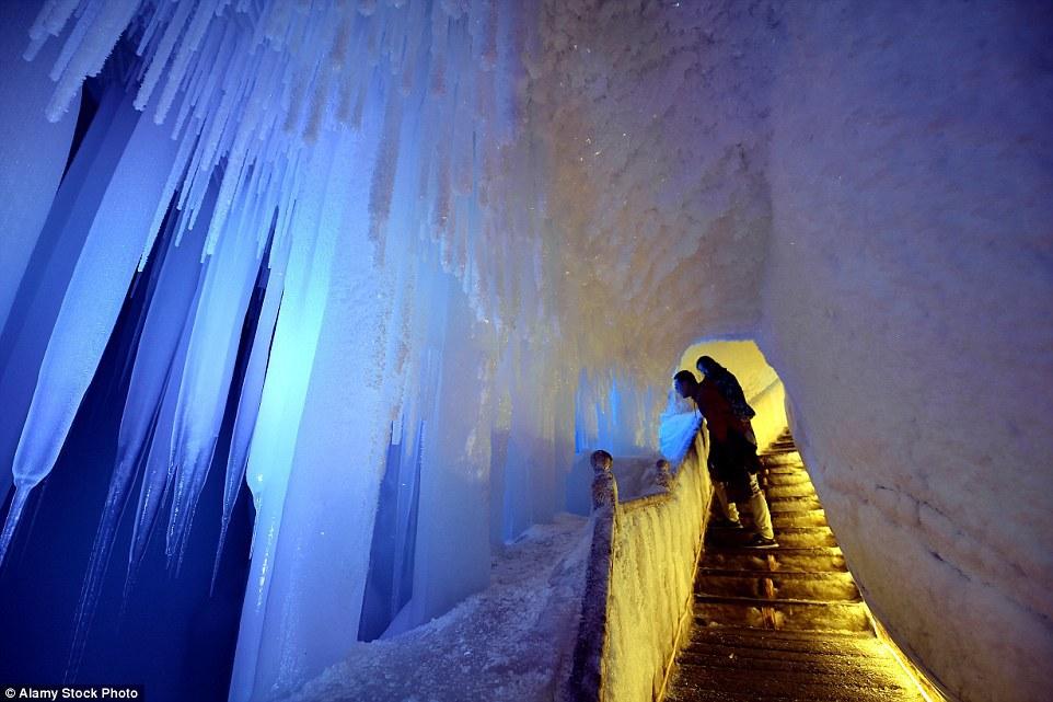 Trung Quốc không phải là nơi duy nhất có động băng tự nhiên. Ở nhiều nước châu Âu, Nga, Trung Á, hay Bắc Mỹ cũng xuất hiện các kiệt tác thiên nhiên này.