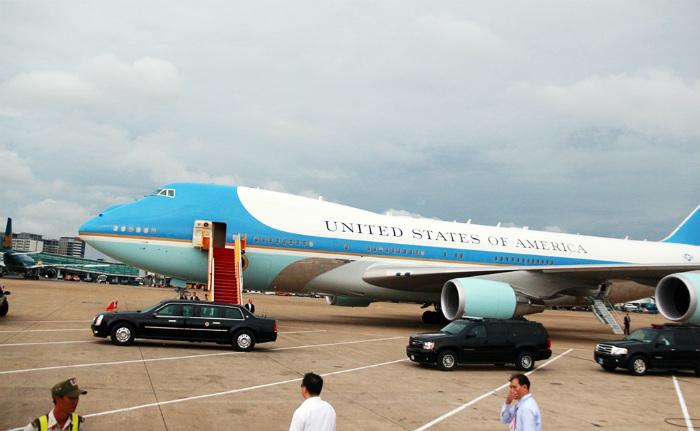 15h55 ngày 24/5, chuyên cơ Air Force One chở Tổng thống Barack Obama đã đáp xuống sân bay Tân Sơn Nhất, TP HCM, sau khi ông cùng phái đoàn có hơn một ngày làm việc ở Hà Nội.