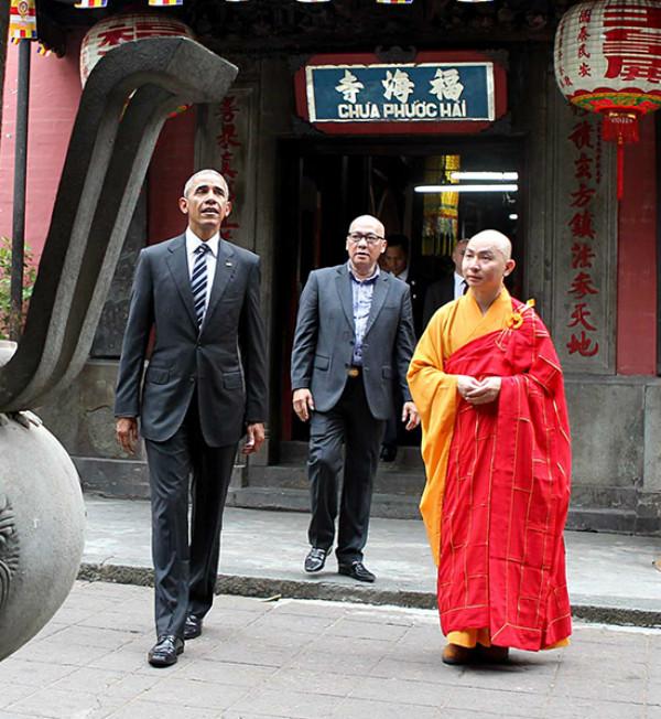 Vừa đặt chân đến TP HCM, Tổng thống Obam đã đến thămchùa NgọcHoàng- còn gọi là chùa Phước Hải (thuộc Giáo hội Phật giáo Việt Nam) - trên đường Mai Thị Lựu, quận 1, TP HCM