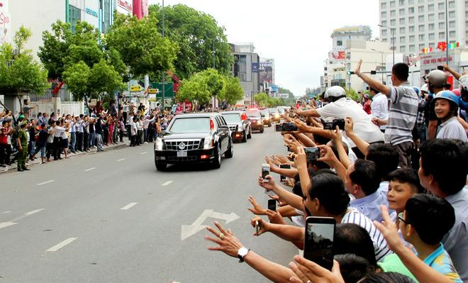 Trong buổi chiều ở TP HCM, những nơi Tổng thống Obama đi qua đều nhận được sự chào đón nồng nhiệt củangười dân.
