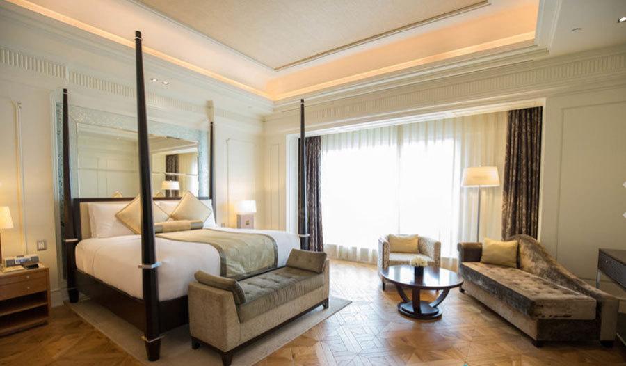 Phòng tổng thống nằm trên tầng 20 của khách sạn Intercontinental Asiana Saigon, thuộc quận 1 trung tâm thành phố.