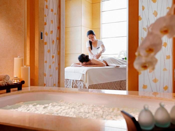 Trong khách sạn cũng có các dịch vụ spa cao cấp dành cho khách.
