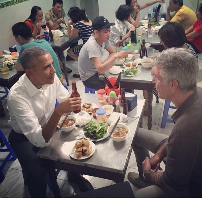 Nhiều người tự hỏi, nhân vật may mắn được thưởng thức bữa tối với Obama là ai?