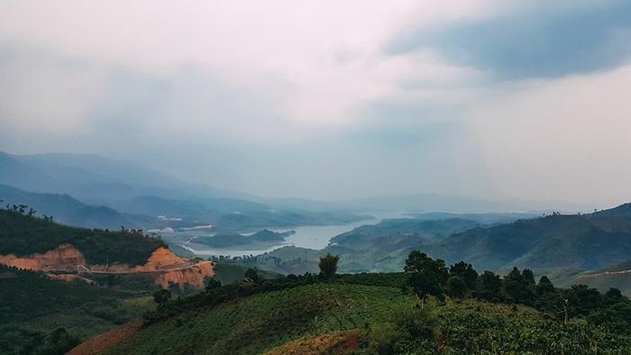Hồ Tà Đùng vốn là một vùng thung lũng bên núi Tà Đùng,thuộc xã Đắk Som, huyện Đắk G''long, tỉnh ĐắkNông.