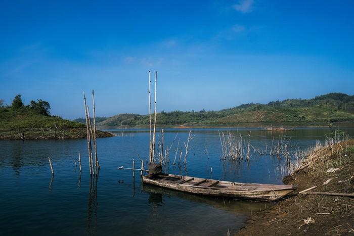 Tà Đùng nằm ở khu vực thượng nguồn của hệ thống sông Đồng Nai, có các dự án thủy điện Đồng Nai 3 và 4 đang hoạt động.