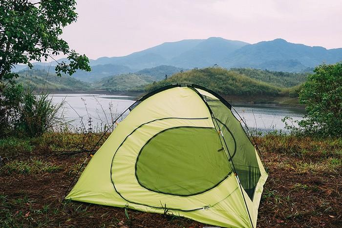Mỗi ngày, người dân sinh sống quanh khu vực bến đò đón khoảng 2 – 3 đoàn khách du lịch đến tham quan và khám phá, thuê tàu ra đảo để cắm trại.
