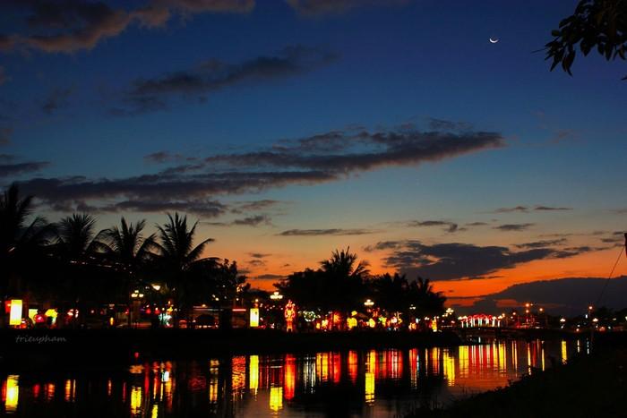 Sông Hoài rực rỡ về đêm lên đèn
