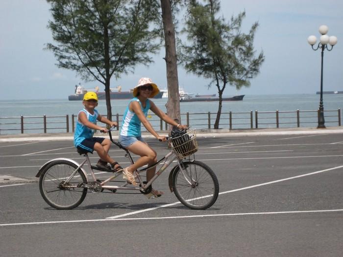 Dạo phố Vũng Tàu với xe đạp đôi