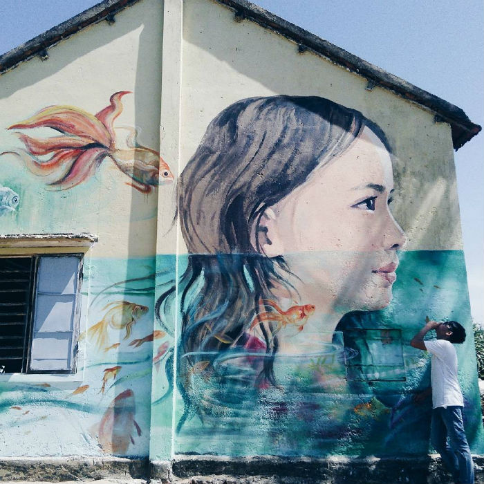 Những bức tranh vẽ đậm màu sắc vùng biển