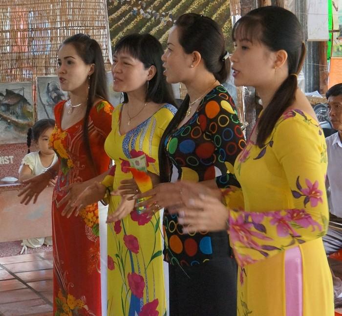 Giọng hát ngọt ngào của những cô gái miền Tây