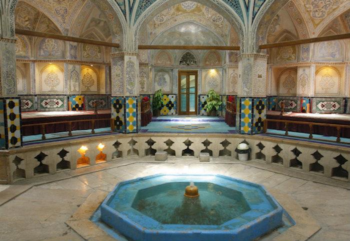 Theo người Iran, nhà tắm không những là nơi họ làm sạch cơ thể mà còn để thư giãn, tụ tập nói chuyện hay cầu nguyện