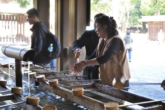 Đền chùa là nơi tôn nghiêm, du khách cần tuân thủ các nguyên tắc nhất định khi ghé thăm