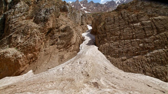 Băng đá ở giữa hoang mạc