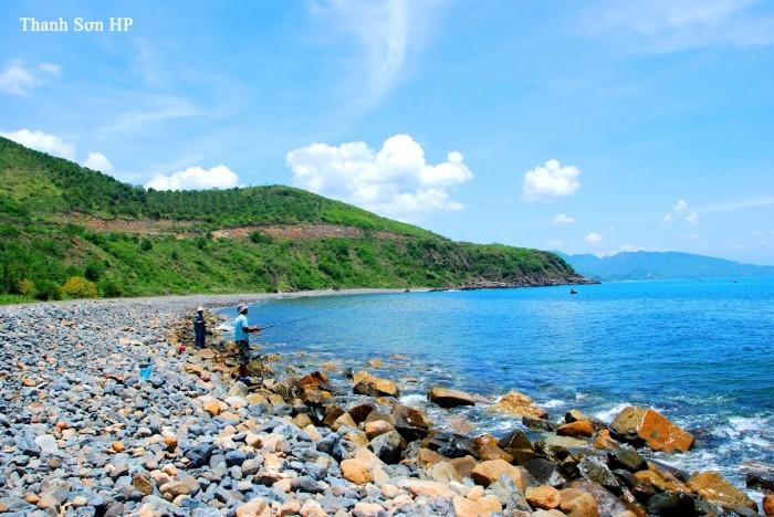 Nhưng cũng thật lạ lẫm bởi những thảm đá cuội rải dài hun hút tới cuối chân trời - Ảnh: Nguyen Thanh Son