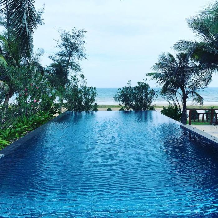 Hồ bơi cực hot tại Victoria Phan Thiết Beach Resort & Spa: _chieeu