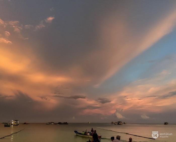 Nếu muốn biết những bãi biển cát trắng trứ danh của Phú Quốc, bạn có thể dễ dàng tìm kiếm trên bất kỳ phương tiện thông tin nào.