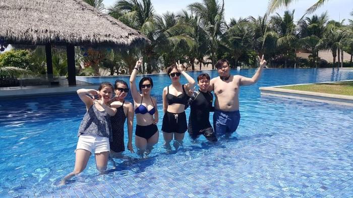 Vùng vẫy giữa hồ bơi cực hot tại Phan Thiết- Ảnh: omgwhysony