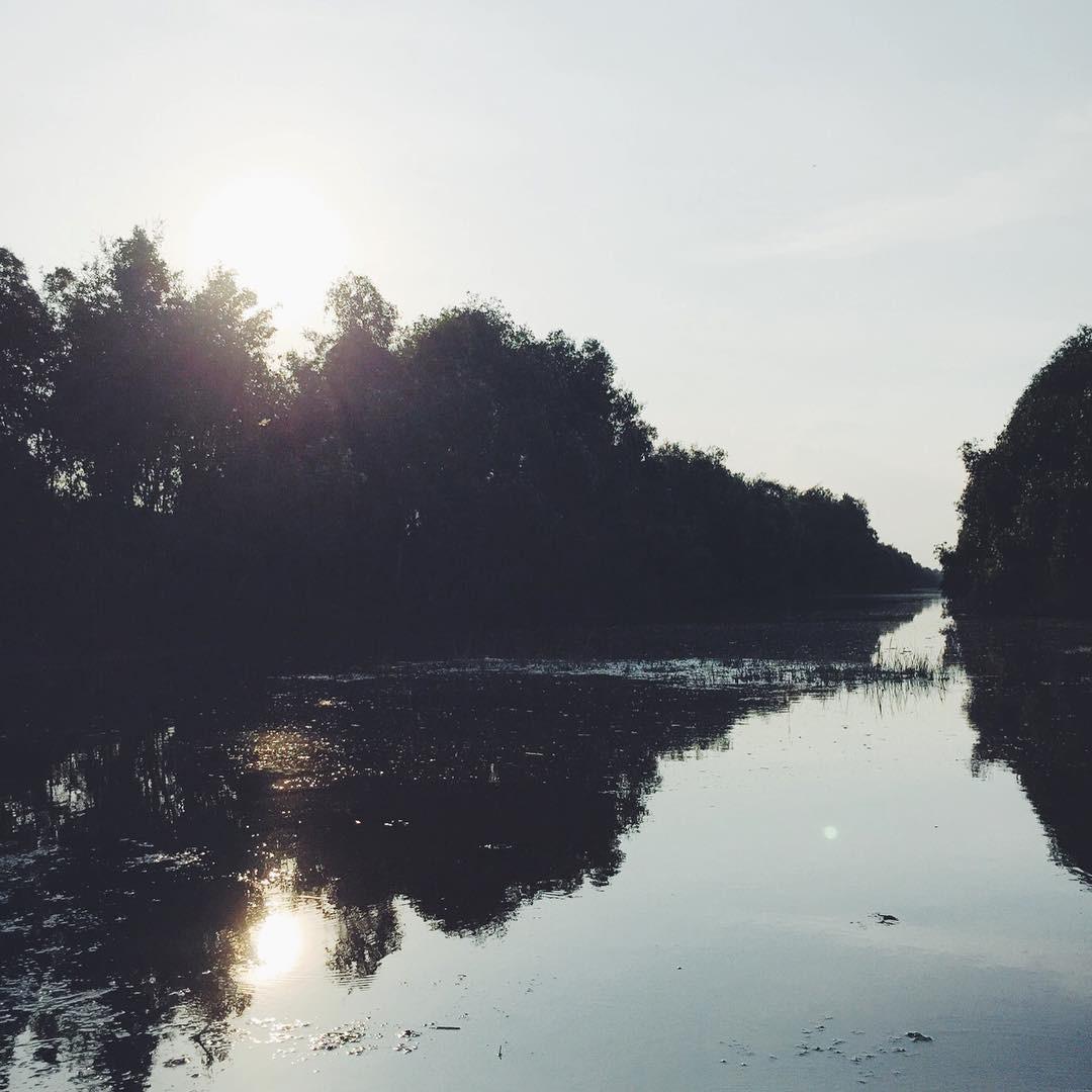 Ngắm cảnh sông nước