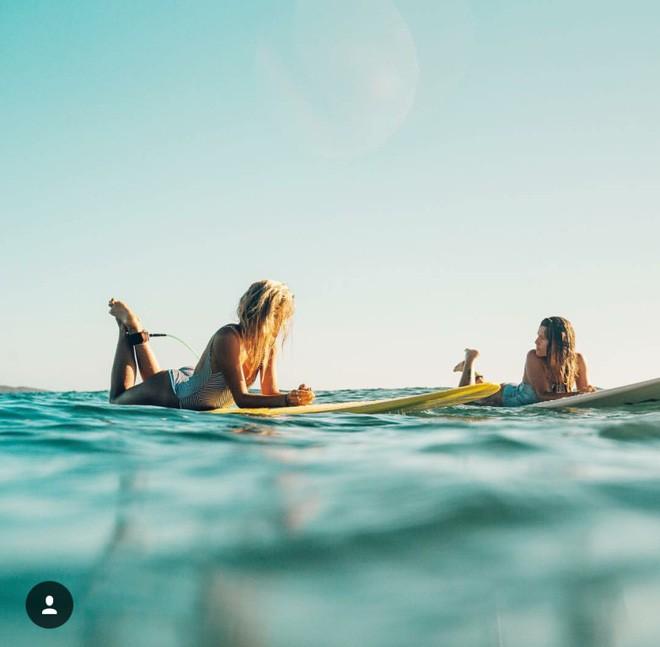 Hai cô gái xinh đẹp mở màn trào lưu đi du lịch cùng bạn gái thân khắp thế giới - Ảnh 4.