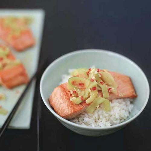 Trong một bài báo của tờWashington Post, các nhân viên Nhà Trắng tiết lộ rằng tổng thống rất thích ăn cá hồi và cơm trắng vào buổi tối cùng một snack trộn sữa. Cơm trắng được lấy cảm hứng từ một trong những món ăn của Việt Nam, còn cá hồi được tẩm ướp với nước sốt có vị gừng.