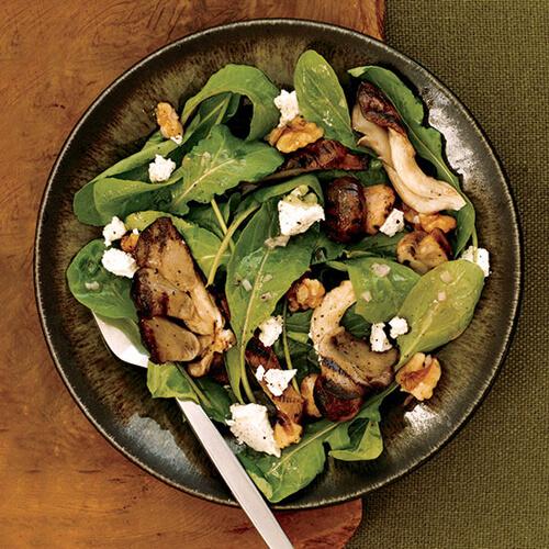 Salad Arugula cùng nấm nướng và phô mai dê cũng là một trong những món ăn được ông chủ Nhà Trắng yêu thích.