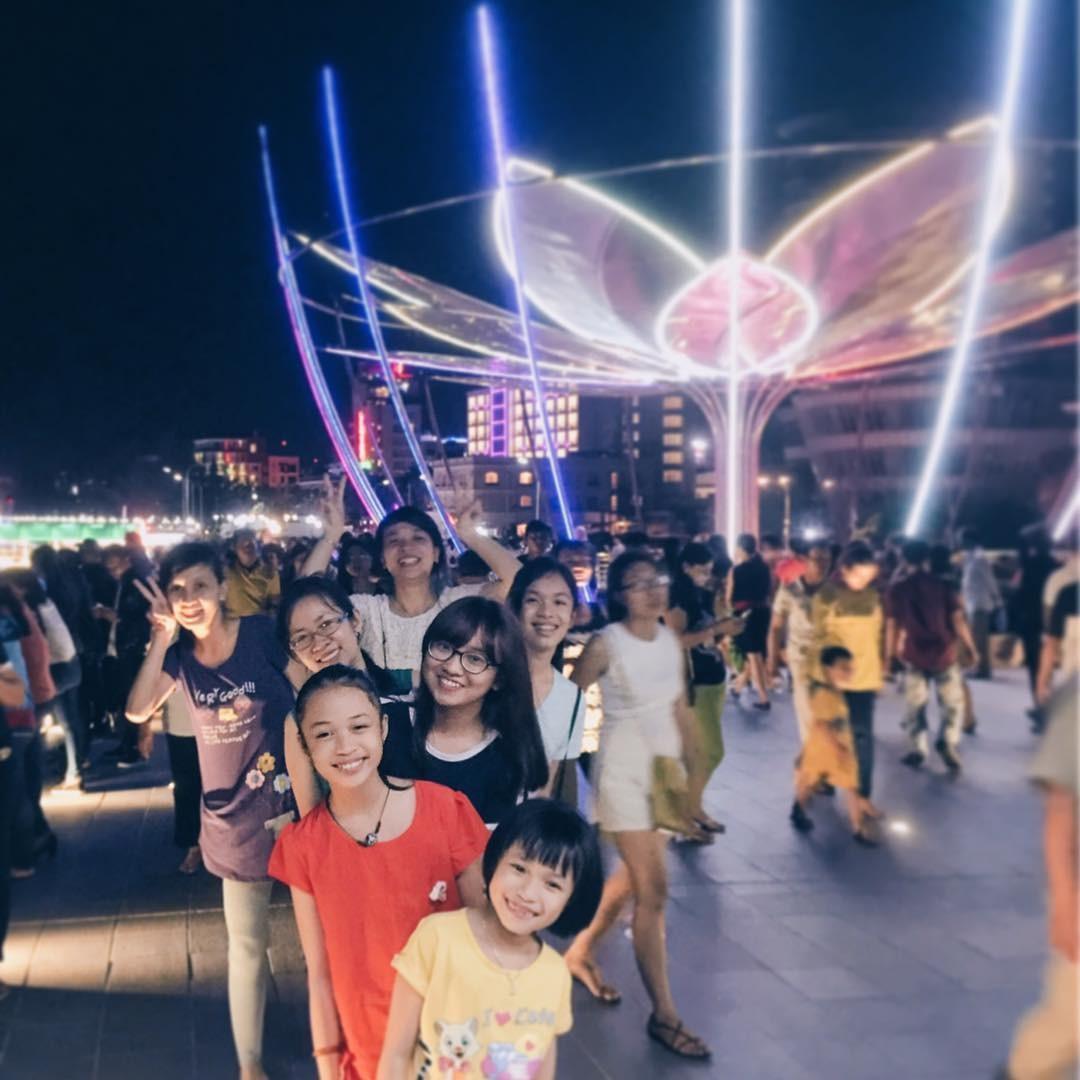 Lưu giữ khoảnh khắc đẹp với bè bạn, gia đình