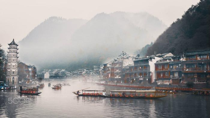 Ở đây sương khói mờ nhân ảnh