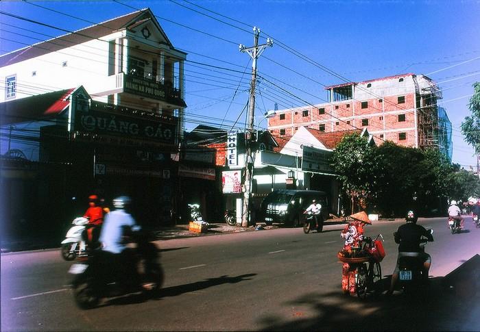 Đi xe máy khám phá trong thị trấn
