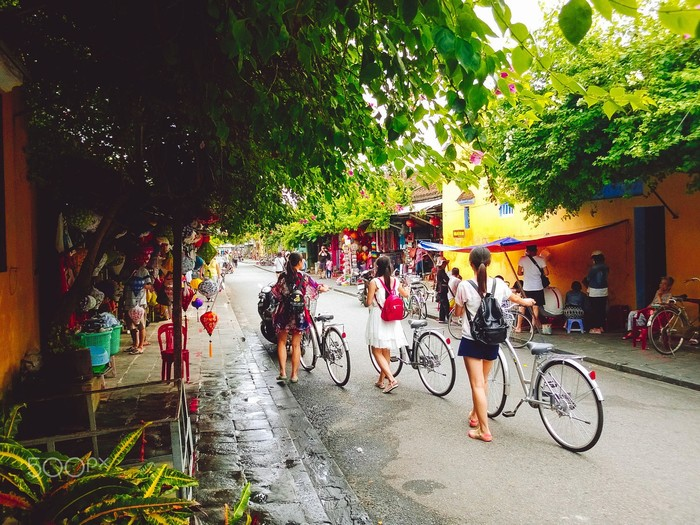 Xe đạp cùng em qua phố phường