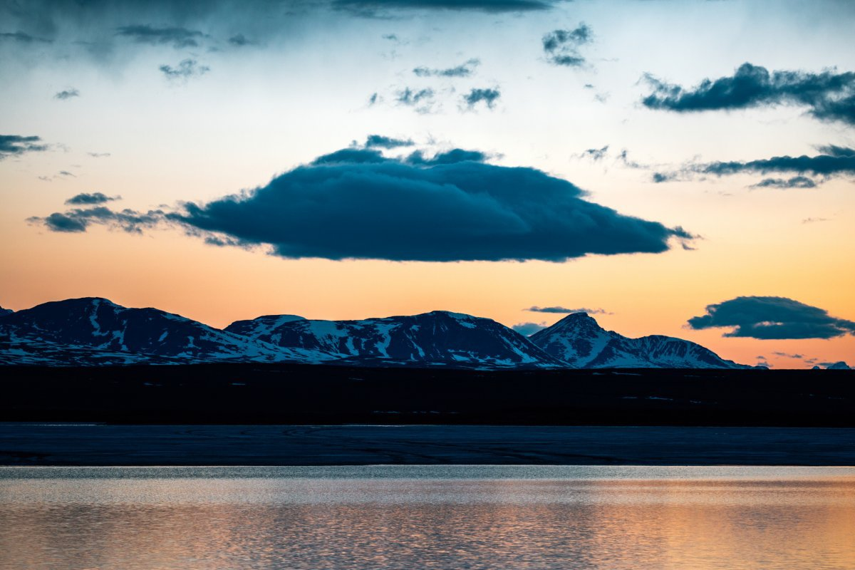 Hãy lưu ý rằng, chuyến khám phá Alaska phụ thuộc nhiều vào thời điểm bạn đi, có thể trời sẽ nắng và sáng cả ngày dài. Khi Meena đi, không gian cũng luôn bừng sáng.